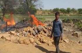 जमीनी विवाद में दबंगों ने गरीब की झोपड़ी को किया आग के हवाले
