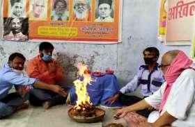 इस हिन्दू संगठन ने नोट पर गांधी की जगह वीर सावरकर के चित्र की मांग की, पीएम मोदी को लिखा पत्र