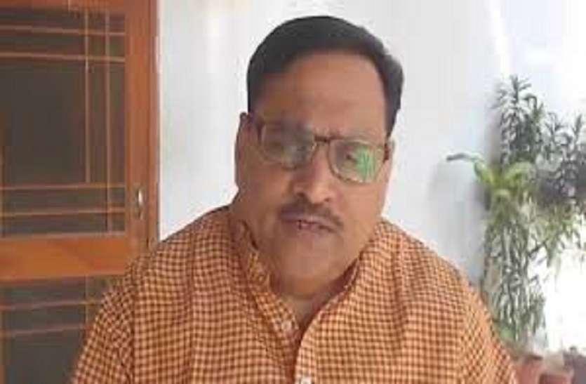 केन्द्र सरकार छोटे और मध्यम व्यवसायियों को दे आर्थिक सहायता : जोशी