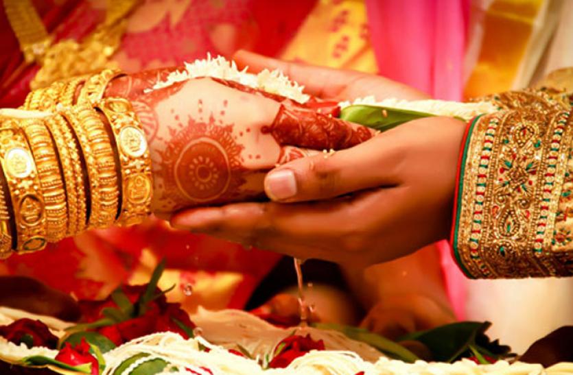 न बैण्ड बाजे, न चले पटाखे, एनआरआई ने सादगी से रचाई शादी