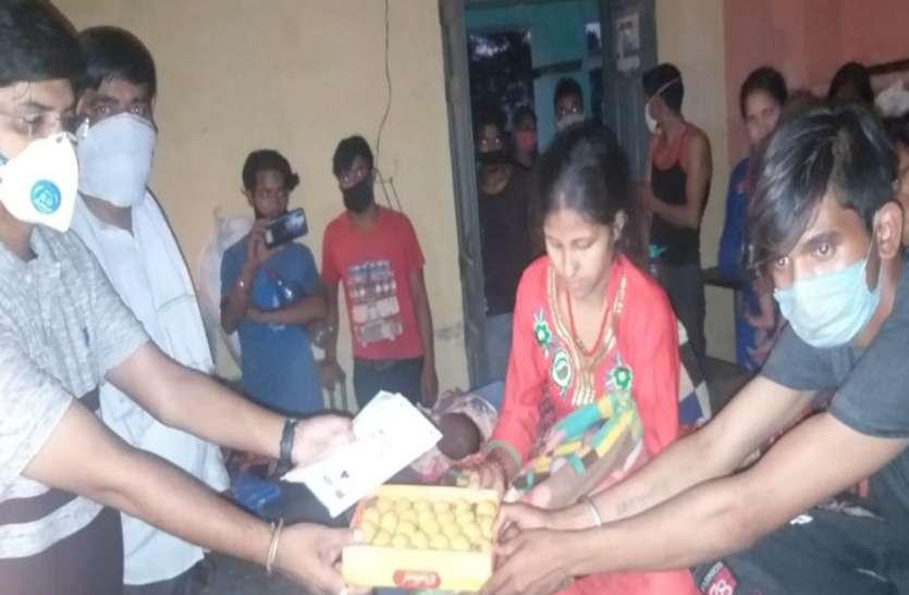 नेपाली महिला ने दिया पुत्र को जन्म, तहसीलदार ने बांटी मिठाईयां