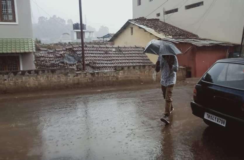 ऊटी में बारिश से बदला मौसम का मिजाज