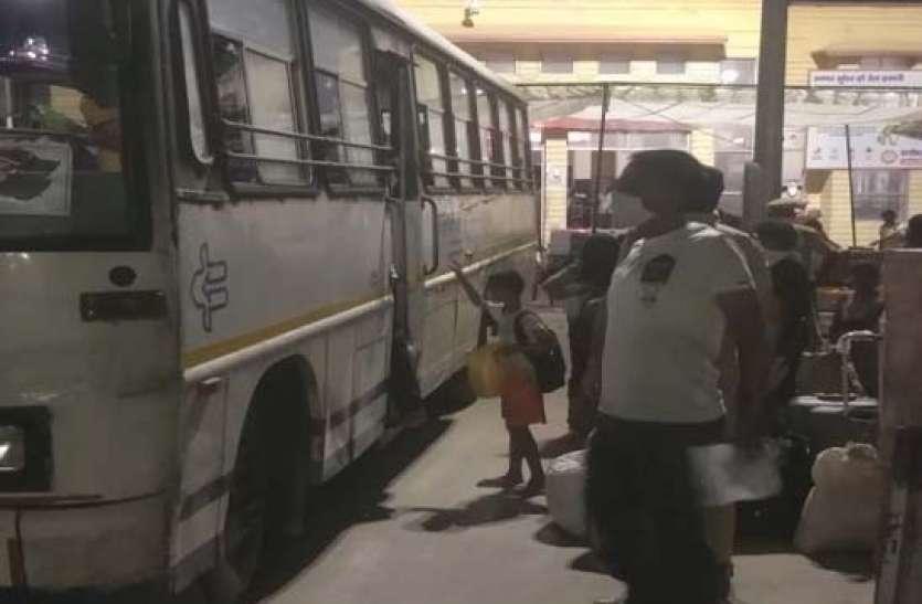 रोडवेज बसों से घर तक पहुंचे 660 यात्री