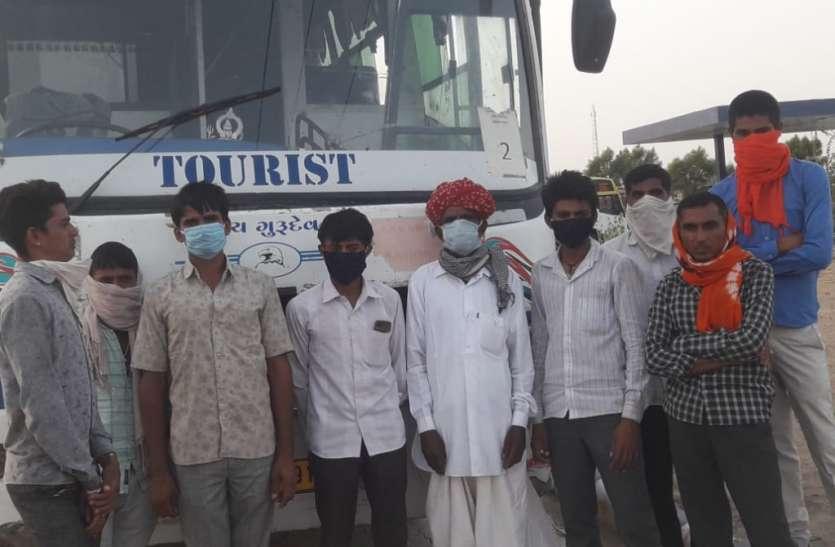 Kutch Salt industries: कच्छ के नमक उद्योग में राजस्थान से लौटने लगे प्रवासी श्रमिक