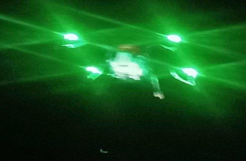 टिड्डी उड़ पाती उससे पहले हो गई उन पर ड्रोन से 'सर्जिकल स्ट्राइकÓ