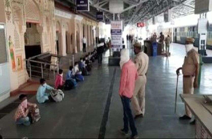 तमिलनाडू से आए तो एंबुलेंस चालक ने क्यों मांगे एक हजार रुपए, कई रातें भूखें ही गुजारी