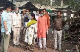 श्मशान घाट की लकड़ियों को लेकर भिड़े भाजपा नेता
