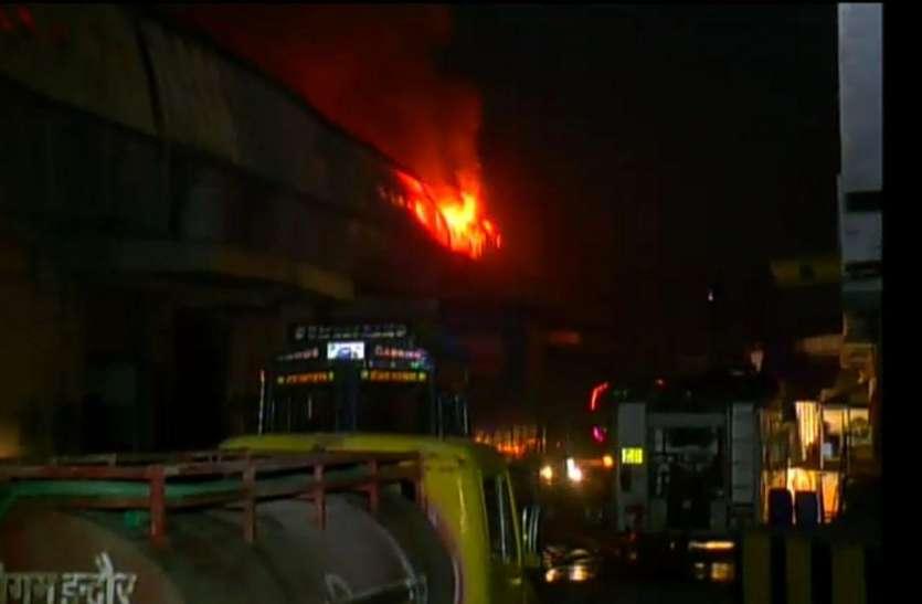इंदौर के  गोदाम में लगी आग