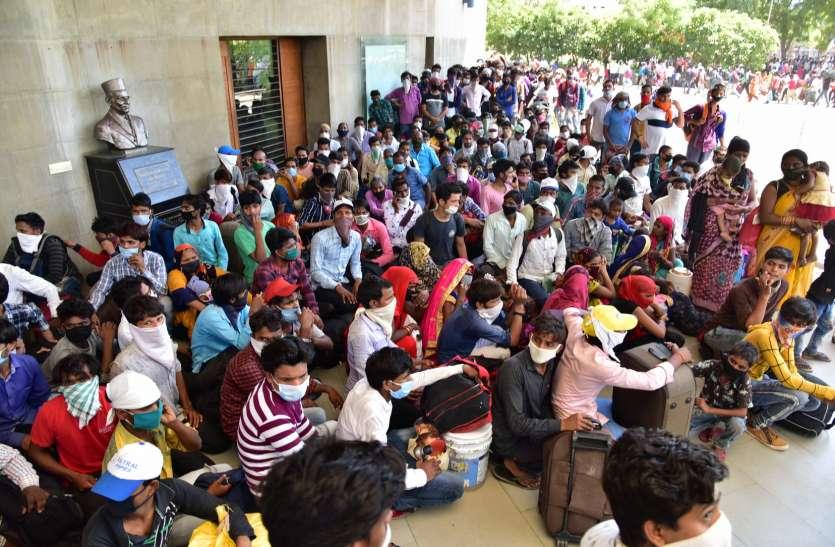 Lockdown 4.0: गुजरात से सबसे ज्यादा 550 ट्रेनों से 8 लाख प्रवासी श्रमिक यूपी रवाना