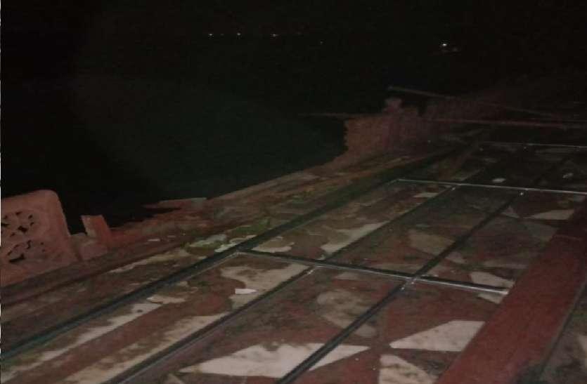 तेज आंधी के चलते ताजमहल के मुख्य मकबरे की रेलिंग टूटी, जानें और क्या-क्या हुआ नुकसान