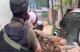 Video: गोलियों के बीच सरेंडर के लिए कहते रहे जवान, कुलगाम मुठभेड़ में 2 आतंकी ढेर