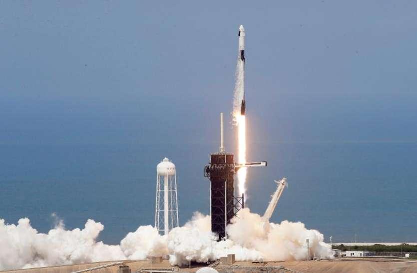 NASA SpaceX Launch: अमरीका ने रचा इतिहास, नौ साल बाद अपनी धरती से निजी यान को अंतरिक्ष में भेजा