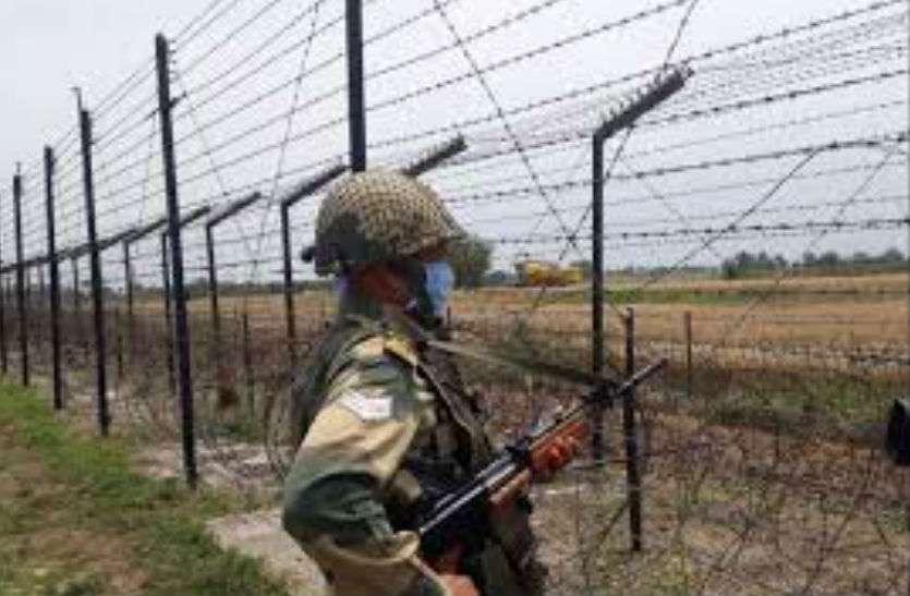 पाकिस्तान के तस्करों ने हेरोइन के साथ हथियार भी भेजे