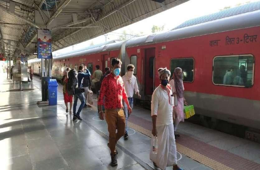 70 दिन बाद अलवर जंक्शन पर आई सवारी ट्रेन , सुबह आश्रम एक्सप्रेस आई अलवर, इतने यात्री हुए सवार