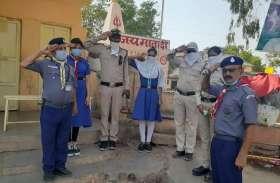 पुलिस जवानों का पॉइंटों पर सेल्यूट से सम्मान