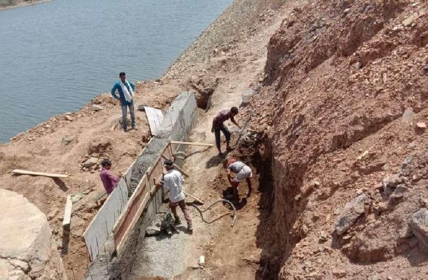 गोकुलपुरा बांध की क्षतिग्रस्त मोरी व सुरक्षा दीवार का कार्य शुरू