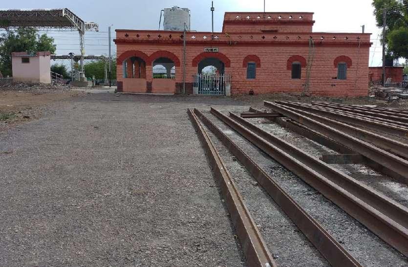 लबान रेल स्टेशन को सुविधाओं की दरकार