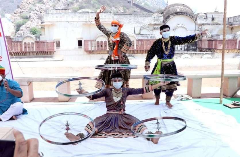 कोरोना काल में फिर से खुले पर्यटन स्थल, लोक कलाकारों ने पहली बार मास्क पहनकर दी प्रस्तुती