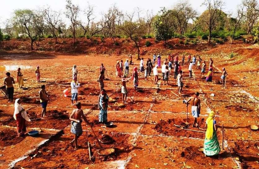 मनरेगा: 37 फीसदी काम पूरे कर देशभर में छत्तीसगढ़ अव्वल,  25.97 लाख ग्रामीण श्रमिकों को मिला रोजगार