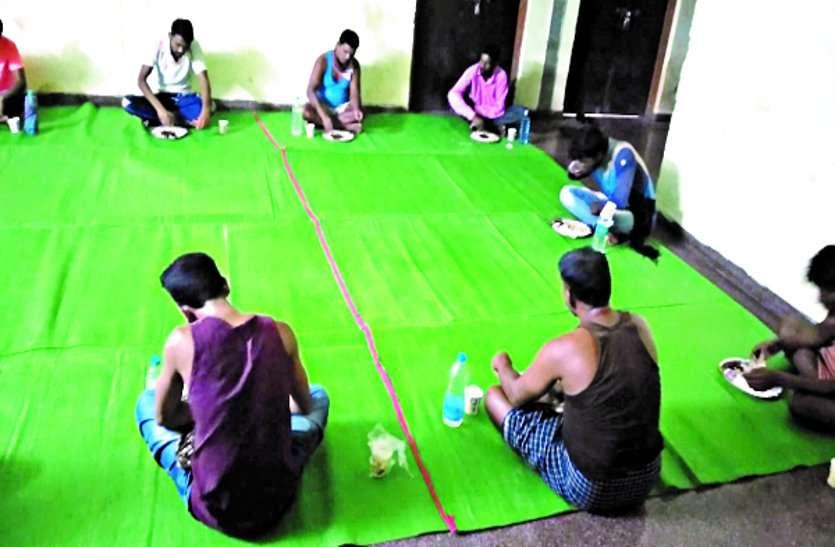 जिले में ग्रामीण क्षेत्र के 1765 सेंटर में 15 हजार 535 प्रवासी मजदूरों को मिल रही सुविधा ...