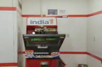मजदूर ने पहले पूरा किया क्वारंटाइन, फिर तुरंत पहुंचा ATM उखाड़ने, उसके बाद...
