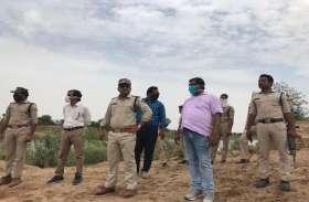लुहारी घाट पर कार्रवाई करने पहुंची प्रशासन व पुलिस की टीम, दो पनडुब्बी पकड़ाई