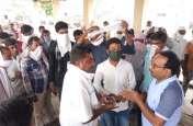 मौसम खराब होने से तुलाई की बंद, कतार में खड़े किसानों ने किया हंगामा, केंद्र प्रभारी से जोड़े हाथ