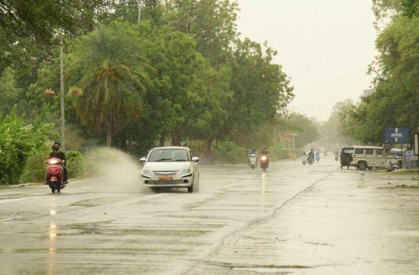 प्री—मानसून की बारिश में भीगी गुलाबीनगरी
