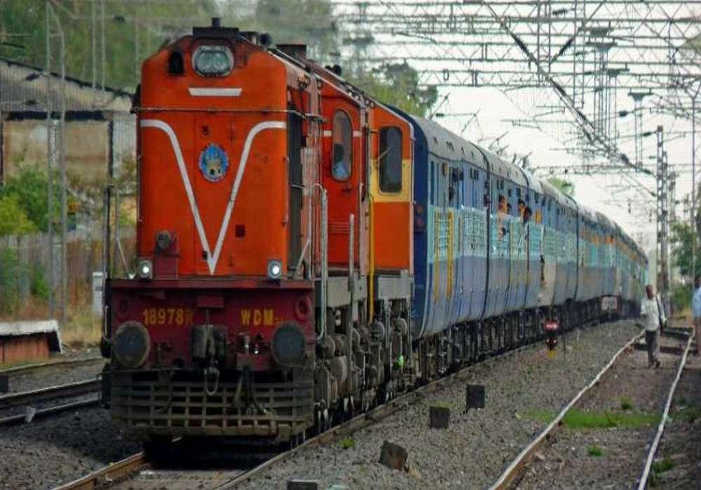 IRCTC : भारतीय रेलवे में कंफर्म टिकट पाना चाहते हैं यात्री, तो इस तरह आसानी से मिल जाएगी सीट