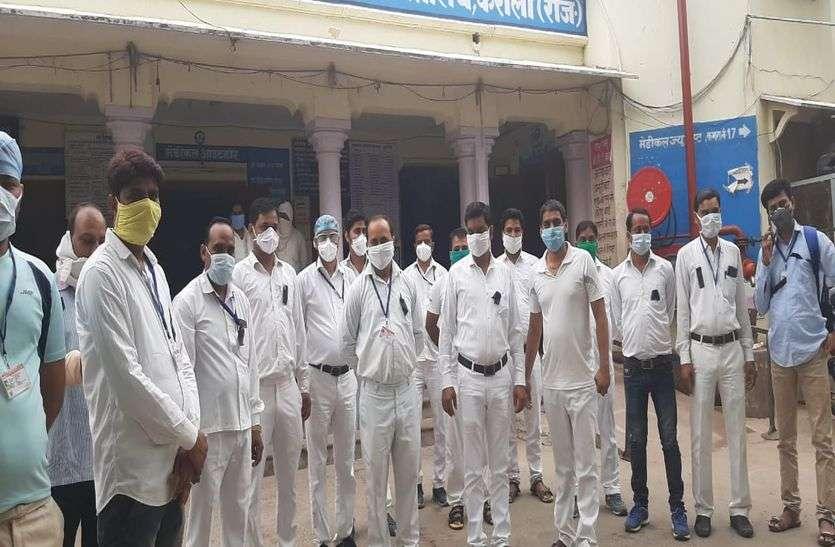 नर्सिंगकर्मी अपनी इस मांग को लेकर लगातार कर रहे विरोध-प्रदर्शन