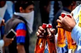 एक लाख रुपए के नोटों से भरा थैला बाइक में टंगाकर शराब लेने चला गया किसान, जब लौटा तब तक चोरों की लग चुकी थी लॉटरी