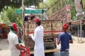 अखिलेश यादव के निर्देश पर यहां सपा कार्यकर्ता प्रवासी श्रमिकों की ऐसे कर रहे हैं मदद