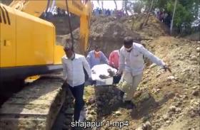 VIDEO STORY : शाजापुर में कुएं के गहरीकरण के दौरान बड़ा हादसा, 4 मजदूरों की दबने से मौत