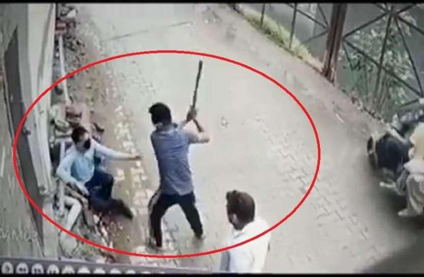 बच्चों से मिलने ससुराल पहुंचे शख्स को सास-ससुर ने दौड़ा-दौड़ाकर पीटा! वायरल हुआ Video