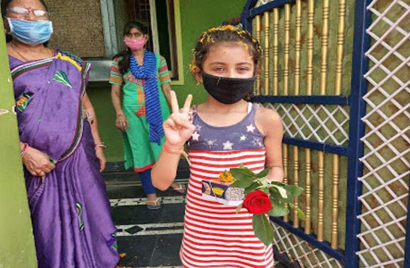 बच्ची ने जीती कोरोना से जंग, घर पहुंचने पर हुआ जोरदार स्वागत