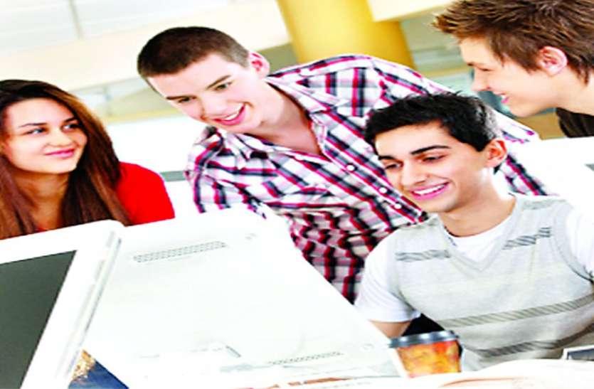 परीक्षाओं को स्थगित कर तिथि बढ़ाने की मांग