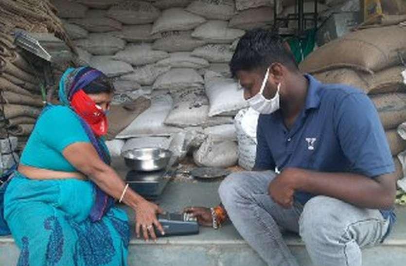 Negligence: दो विभागों की लड़ाई में गरीबों की थाली रही खाली, कालाबाजारी की आशंका