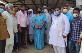 भाजपा से विधायक विमला साेलंकी के प्राेग्राम में उड़ी सोशल डिस्टेंसिंग की धज्जियां, फाेटाे वायरल