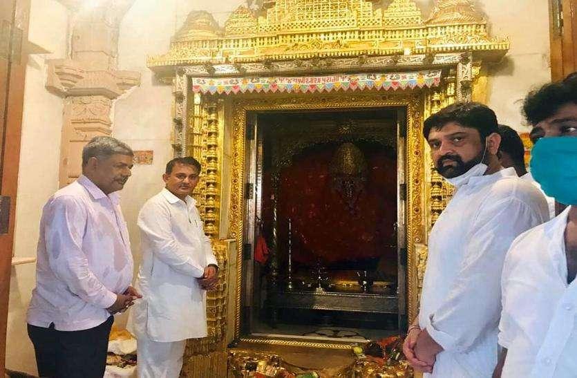 Gujarat congress: सौराष्ट्र के विधायक पहुंचे अबडासा ....!!