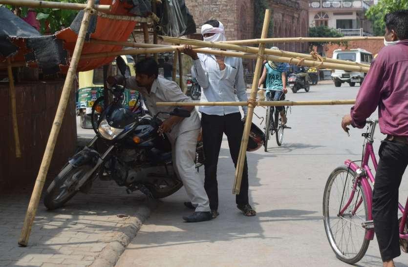 कफ्र्यूग्रस्त क्षेत्र में नियमों की उड़ी धज्जियां, पुलिस ने भी झाड़ा पल्ला