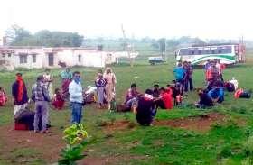 बस बुक कर केरल से डिंडोरी-मंडला पहुंचे 300 लोग