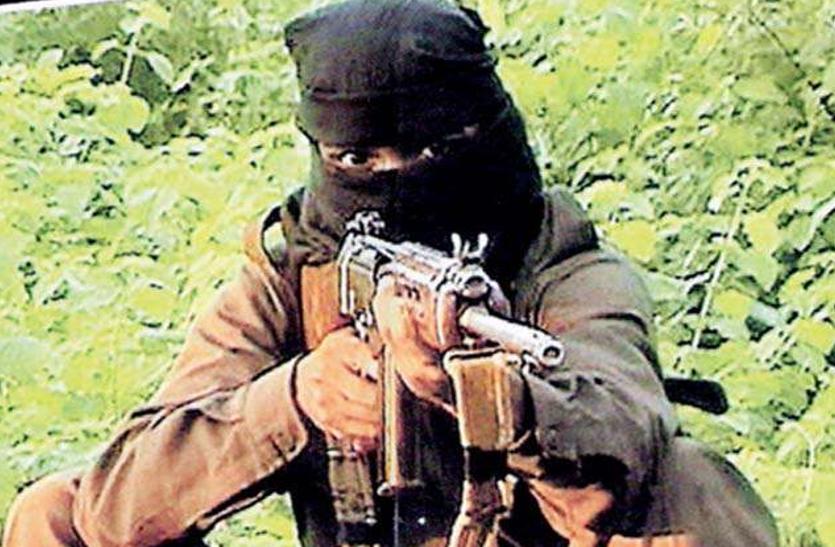 पुलिस के सामने ही हुआ ग्रामीणों का नक्सलियों से युद्ध, नक्सली कमांडर की मौत