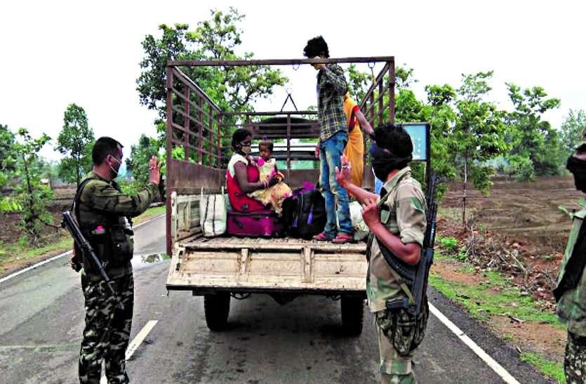 दूसरे राज्य से आ रहे भूखे-प्यासे ग्रामीणों को बोरतलाव पुलिस टीम ने अपने लिए रखे भोजन को परोसा