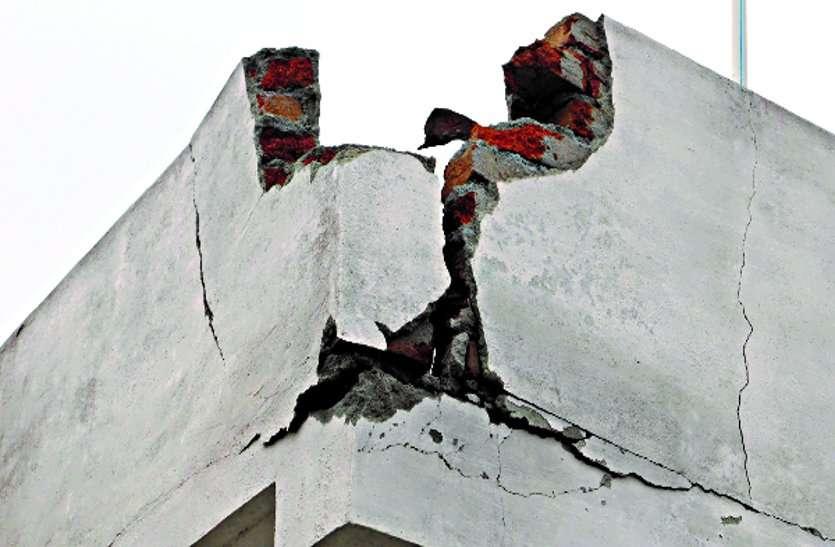 बिजली गिरने से पक्के मकान का हिस्सा हुआ क्षतिग्रस्त, विद्युत उपकरण उड़े पर जनहानि नहीं
