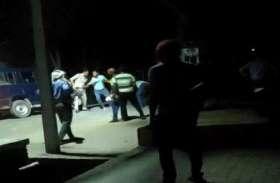 बुलंदशहर: SHO की दबंगई, सिपाही को पीटा, वीडियो हुआ वायरल