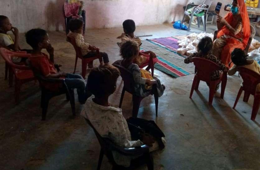 आंगनवाड़ी के बच्चे पढ़ रहे जागरूकता का पाठ