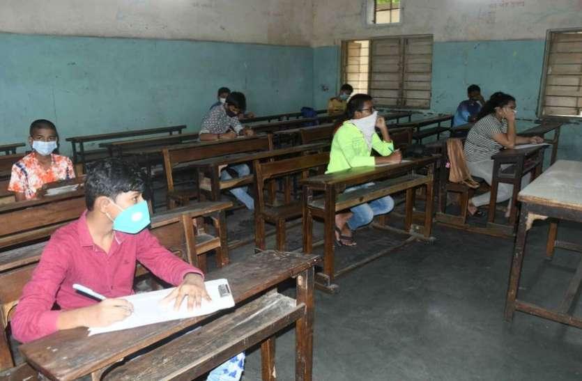 Surat/ शिक्षा कार्य पर रोक के बावजूद स्कूल में किया परीक्षा का आयोजन