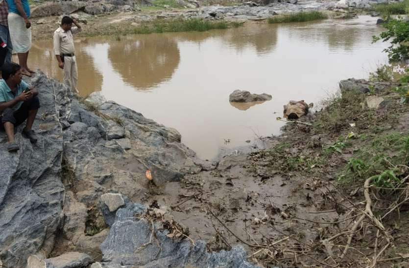 मोरंड नदी में बहे युवक का शव दो किमी दूर मिला