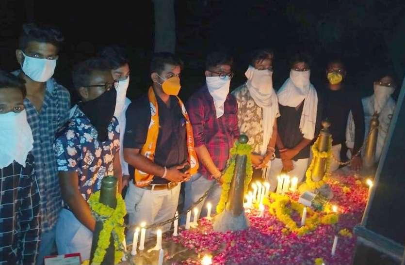 चीन के खिलाफ प्रदर्शन, शहीद जवानों को  दी श्रद्धांजलि