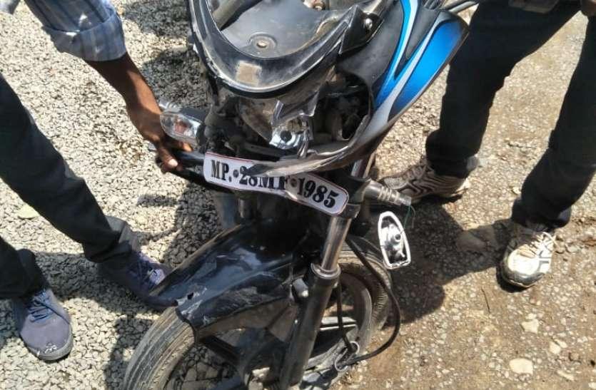दो मोटर साइकिल में भिड़ंत एक की मौत, तीन घायल